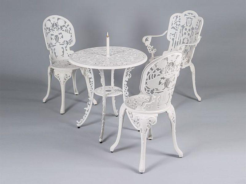 Composizione da esterno con tavolo + 3 sedie By Seletti
